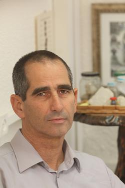 Dr. Efraim Lev